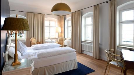 In diesem Zimmer übernachtete ein Napoleon. Heute erstrahlt der Raum im neuen Zusmarshauser Hotel alte Posthalterei wieder in neuem Glanz. Bei der Einrichtung haben die neue Pächter auf die Vorlieben des berühmten Generals geachtet. Insgesamt wird es in dem Hotel künftig 66 Zimmer geben. Im Februar soll offiziell eröffnet werden.