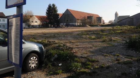 Die Gemeinde Gablingen will ihr Ortszentrum aufwerten und deshalb diese Fläche im Ortszentrum bebaut haben.