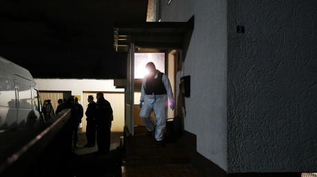 In diesem Haus im Diedorfer Ortsteil Anhausen soll ein 23-Jähriger fünf Menschen festgehalten haben.