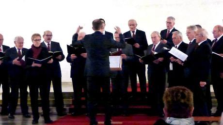 Der Männerchor Nordendorf gestaltete den Hauptteil des weihnachtlichen Konzertes in der Kirche.
