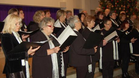 Die Chorgemeinschaft Dinkelscherben beim Weihnachtskonzert.
