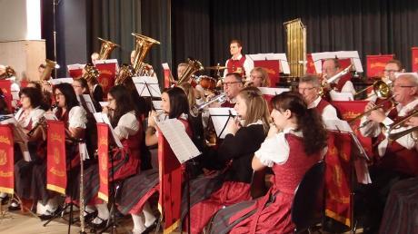 Zum 15. Mal leitete Dirigent Wolfgang Dippold das Jahreskonzert des Musikvereins Rothtal Horgau in der örtlichen Gemeindehalle.