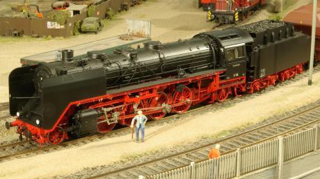 Der Modelleisenbahnclub Neusäß widmet seine Neujahrsausstellung den imposanten Dampflokomotiven der Deutschen Bundesbahn.