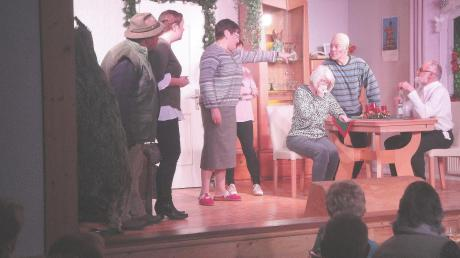 Turbulent ging es auf der Bühne teilweise im Wohnzimmer von Familie Knascht zu.