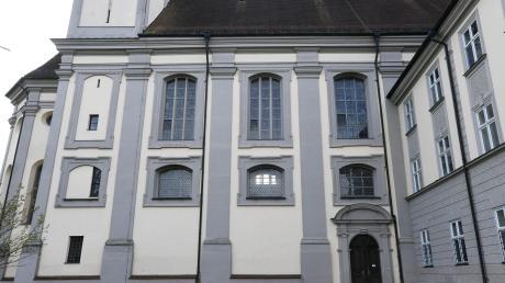 Rätsel 1, Buchstabe 14: Wer in der Klosterkirche in Holzen heiraten möchte, muss sich lange vorher anmelden.