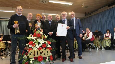 Seit zehn Jahren gibt es die Bücherdrehscheibe in Diedorf. Dafür wurden die Verantwortlichen beim Neujahrsempfang ausgezeichnet.