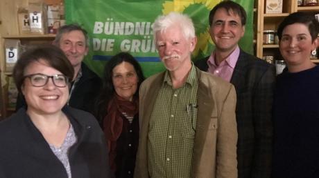 Sie wollen die Grünen in Biberbach voranbringen: (von links) Simone Linke (Fischach) und Hannes Grönninger (Neusäß) als Vertreter des Kreisvorstandes, Halgard Bestelmeier (Beisitzerin), Herbert Quis (Sprecher), Jürgen Scharrer (Schriftführer) und Birgit Gruber-Ipfling (Sprecherin).