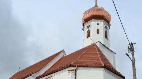 Ein neues kupfernes Zwiebeldach hat der Turm der Wollbacher Kirche St. Stephan..