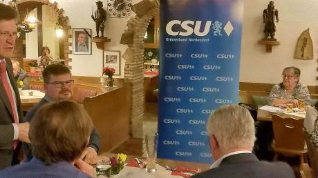 Georg Winter (links) sprach beim CSU-Ehrungsabend.