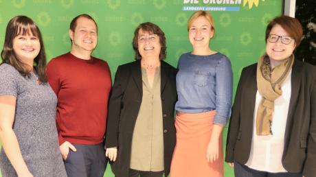 Es läuft für die Grünen, darüber freuen sich beim Neujahrsempfang des Grünen Kreisverbands Augsburg-Land (von links): Beatrice Faßnacht, Felix Senner, Silvia Dassler, Katharina Schulze und Simone Linke.