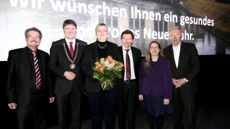 Neujahrswünsche vor großer Leinwand überbrachten (v.l.) Werner Grimm, Michael Higl, Katrin Holly, Georg Winter, Annemarie Probst und Norbert Schürmann.