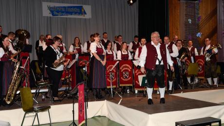 Der Einstand ist geglückt: Norbert Rachuth stand zum ersten Mal beim Dreikönigskonzert der Stauffersberger Musikanten am Dirigentenpult.