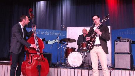 Das Johannes-Ochsenbauer-Trio überzeugte mit feiner jazzigen Spielkultur, Energie und facettenreichen Klangfarben.