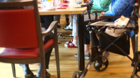 Nach den mutmaßlichen Missständen in einer Senioren -Wohngemeinschaft wurde in Meitingen zum Thema Pflege diskutiert.