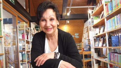 Jutta Pommé ist die Leiterin der Fischacher Gemeindebücherei St. Michael. Sie sei eine Leseratte, meint sie salopp.