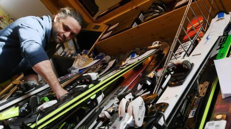 Rein wettertechnisch ist die Wintersportsaison alles andere als gut angelaufen. Markus Steber, der als rund ums Skifahren viele Serviceleistungen anbietet, hat dennoch gut zu tun.