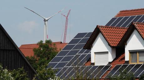 Wo auf Dachflächen im Landkreis Dillingen  eine Photovoltaikanlage sinnvoll ist, lässt sich im Internet ablesen.