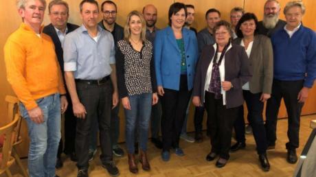 Das neu gewählte Vorstandsteam der Freien Wähler Vereinigung Langweid mit Landtagskandidatin Melanie Schappin (Mitte).