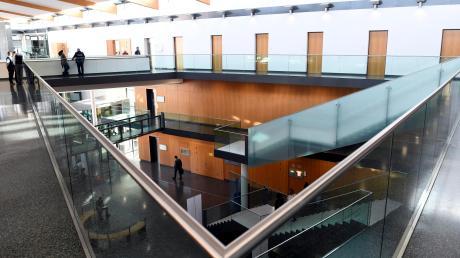 Im Strafjustizzentrum Augsburg hat der Mordprozess begonnen.