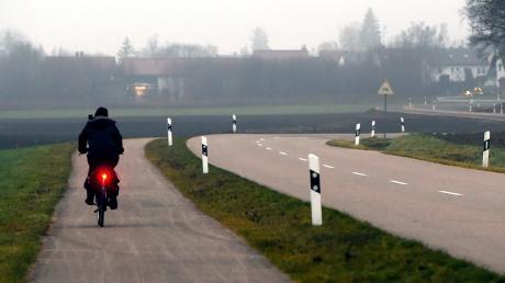 """""""Das habe ich in der Form nicht erwartet.""""Zwischen Kühlenthal und Blankenburg gibt es bereits einen Radweg neben der Straße. In den nächsten Jahren will der Landkreis Augsburg das Netz ausbauen, um noch mehr Menschen für den Umstieg aufs Fahrrad zu gewinnen."""