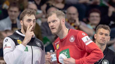 Auf den Torhütern Andreas Wolff und Johannes Bitter (von links) ruhten die Hoffnungen von Bundestrainer Christian Prokop (rechts). Bisher konnten sie die Erwartungen noch nicht erfüllen.