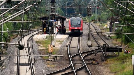 Nur an einzelnen Haltepunkten gibt es in der Region kurze Abschnitte mit einem dritten Gleis.