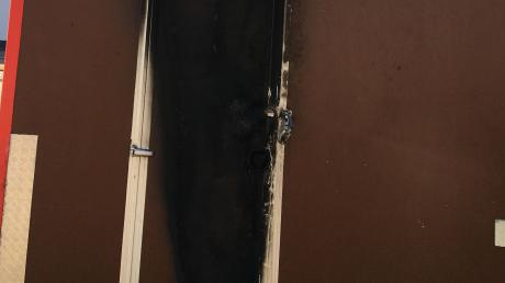 So sah der Eingang zum Burger-Wagen von Alen Ramujl nach dem Brand in Neusäß aus. Es ging noch glimpflich aus.