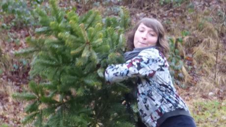 Weihnachtsbäume flogen bei Biburg durch die Luft: Beherzt griff Laura Herz zum Baum und landete auf dem dritten Platz.