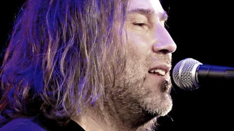 Roland Hefter und Band traten in der Neusässer Stadthalle auf.