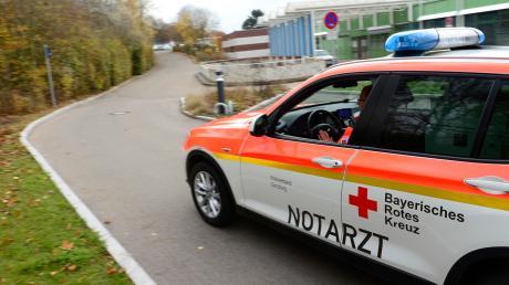 Nach der Erstversorgung vor Ort wurde der Mann zur weiteren Versorgung in das Klinikum Haunstetten eingeliefert.