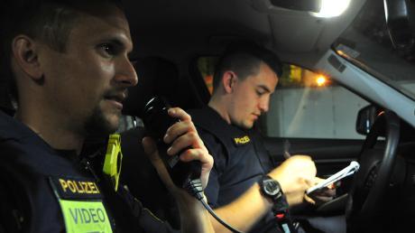 Die Polizei entdeckte kurz vor Mitternacht auf der A8 in Höhe Gersthofen einen weißen Ford Focus, der auf dem Standstreifen in Richtung Stuttgart geparkt war.