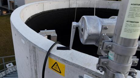 In Hirblingen wird in dieser neuen Anlage Klärschlamm entwässert.