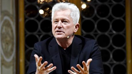"""Der Schauspieler Mirsolav Nemec liest im Ballonmsuem Gersthofen aus seinem zweiten Kriminalroman """"Kroatisches Roulette""""."""