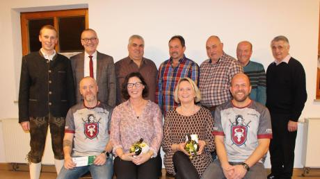 Für ihren besonderen Verdienste in den verschiedenen Sportvereinen wurden im Vereinsheim in Riedsend zehn Frauen und Männer geehrt.