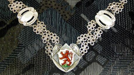 Die Bürgermeisterkette wird nur zu besonderen Anlässen getragen. Wer trägt sie künftig im Augsburger Land?