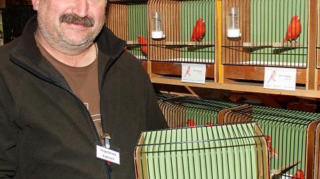 Der Vorsitzende des Meitinger Vogelzuchtvereins, Josef Hirschberger, freut sich auf die Teilnahme zahlreicher Vogelzüchter an der diesjährigen Meitinger Vogelbörse.