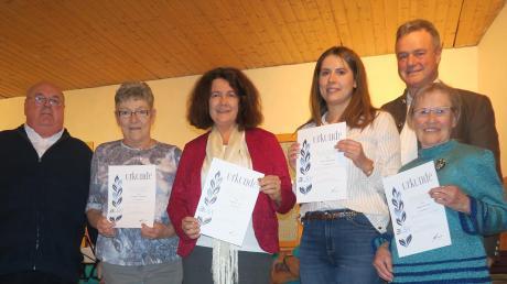 Ehrung für langjährige Treue zum Verein: (von links) Manfred Gerblinger (Vorsitzender), Waltraud Gerblinger (40 Jahre), Roswitha Cho (50 Jahre), Anna Weldishofer (25 Jahre), Gisela Böhnisch (40 Jahre) und Michael Müller (Bürgermeister).