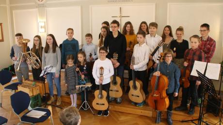 20 junge Künstler aus Dinkelscherben und Umgebung hatten sich unter der feinen Federführung von Ulli Herrmann zusammengefunden, um ein abwechslungsreiches klassisches Konzert auf hohem Niveau zu präsentieren.