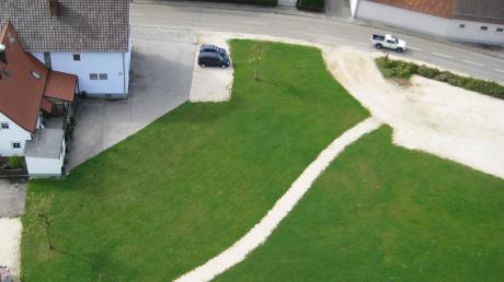 """Auf diesem freien Gelände der ehemaligen Brauerei plant die Gemeinde Altenmünster die """"Vitale Ortsmitte""""."""