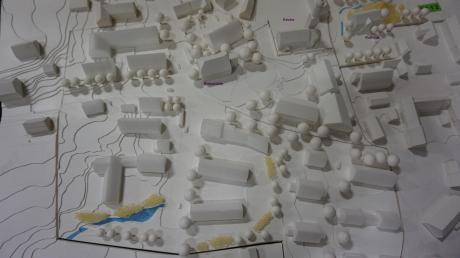 Anhand eines Modelles aus den ersten Planungen 2012 konnten sich die Besucher der Bürgerversammlung einen Eindruck des Vorhabens verschaffen.