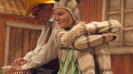 Pettersson (Fritz Weinert) und Kater Findus (Janina Maria Schmaus) mussten bis zum Geburtstagsfest kuriose Missgeschicke bewältigen.