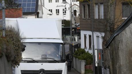 Anwohner wollten Lastwagen aus Teilen von Täfertingen heraushalten. Sie ärgern sich über den Lärm. Ein Gutachten ergab nun jedoch, dass Grenzwerte eingehalten werden.