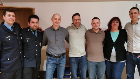 Das neue Führungsteam der Feuerwehr Steppach: (von links) Simon Kalik, Philipp Wenger, Florian Pantele, Armin Seidl, Andreas Strobel, Andrea Bickelbacher und Marco Hauk.