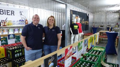 Maria und Markus Kempus stemmen den Lechblitz gemeinsam. Aktuell integrieren sie Angebote und Leistungen im Getränkemarkt, wie etwa den DPD-Paketshop oder den Kaffeeverkauf. Ab Sommer könnte es Grill-Events unter dem Label Lechblitz geben.