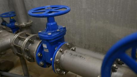 Weiterhin müssen die rund 3200 Einwohner der Gemeinde ihr Trinkwasser vor dem Verzehr oder Gebrauch abkochen.