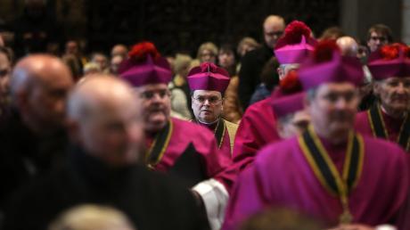 Prälat Dr. Bertram Meier (Mitte) wird der neue Augsburger Bischof.