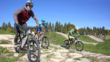 Eine Strecke für Skater, Mountainbiker und andere Sportler wünschen sich Burgauer Kommunalpolitiker. Derartige Pumptracks erfreuen sich immer größerer Beliebtheit. Wie etwa der am Panorama-Bikepark Eschach.