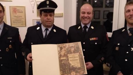 Einen neuen Ehrenkommandanten hat die Feuerwehr in Horgau: (von links) 2. Kommandant Stefan Hartmann, Ehrenkommandant Gottfried Ohnesorg, Kommandant Stephan Dietrich und Vorsitzender Martin Hildensperger.