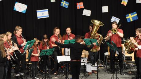 Insgesamt 65 junge Nachwuchsmusiker spielten beim Neujahrskonzert in Nordendorf.