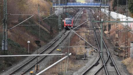Hier liegt es noch ... das vielzitierte dritte Gleis: Zwischen Augsburg-Bärenkeller und Neusäß endet seit vielen Jahren der ein stillgelegtes Gleis.